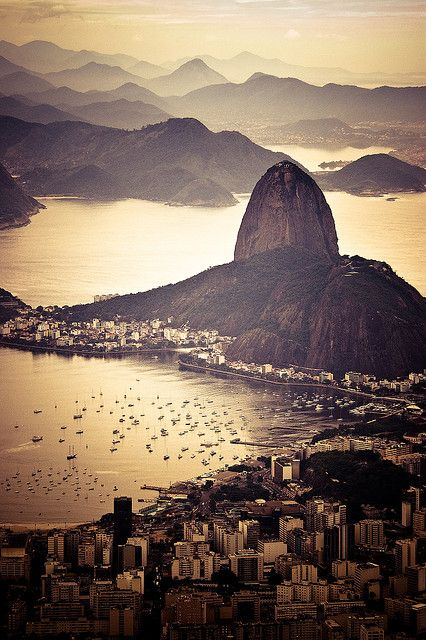 Sugarloaf mountain offers you one of the most scenic views of Rio de Janeiro.