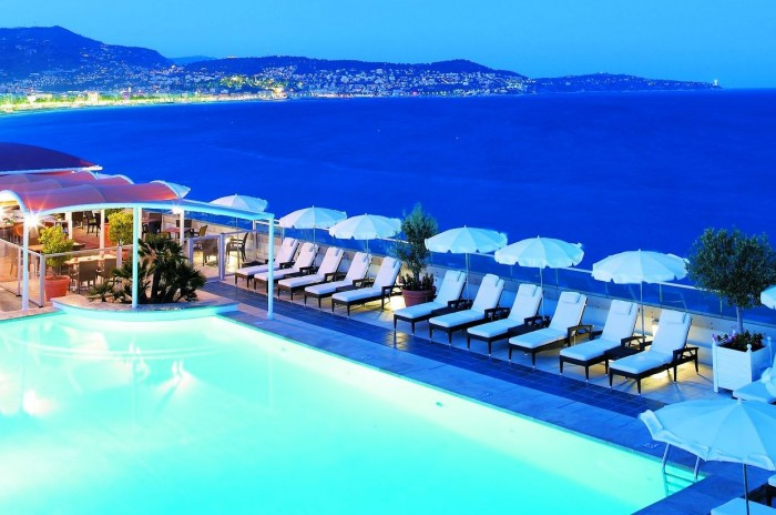 One of the best hotels with rooftop pools is Radisson Blu Hotel in Nice.