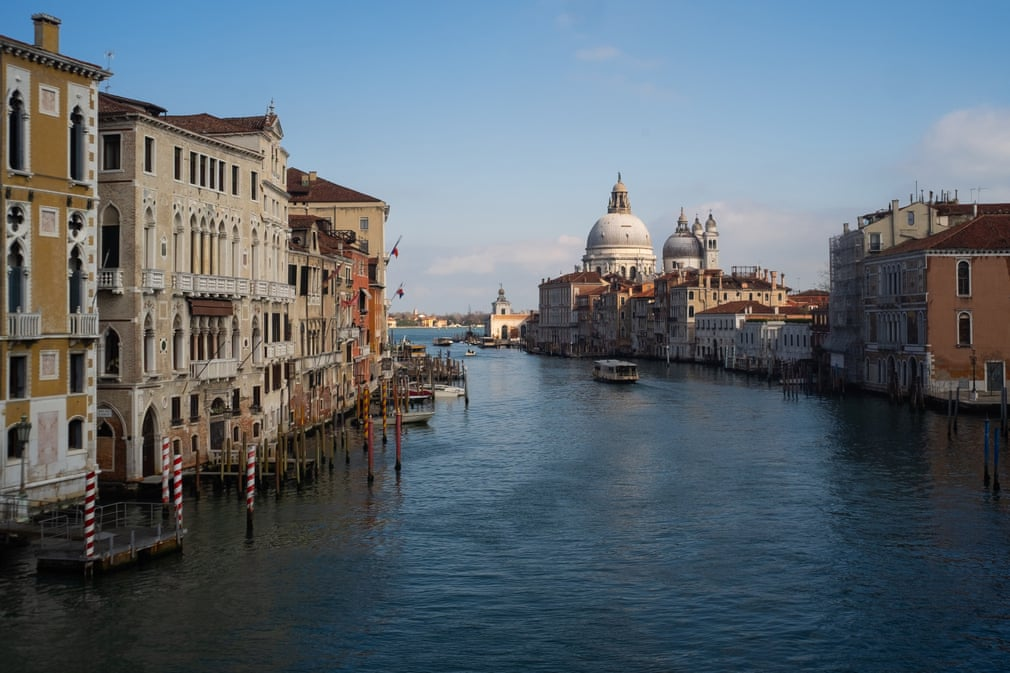 Beautiful Italy under quarantine. This is how the Grand Canal in Venice looks today.