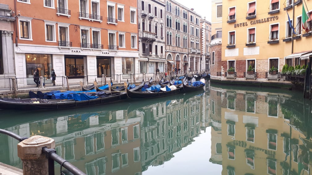 Beautiful Italy under quarantine. This is how the canal in Venice looks today.